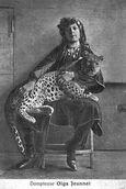 02. La jeune Dompteuse Olga JEANNET