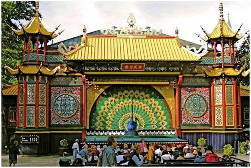 Jardins-du-Tivoli-théâtre-Peacock-03
